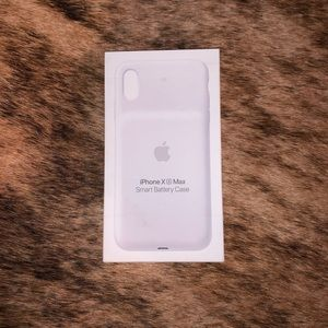 iPhone XS Max Apple White Charging Case